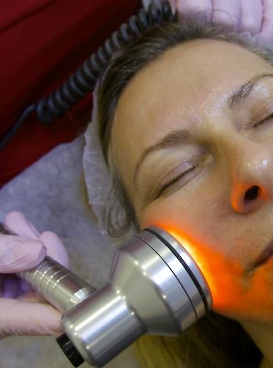 Steg 3. Ledljus som läker och sätter igång cellförnyelsen.