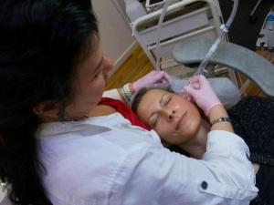 Hydrafacial är en ickeinversiv behandling men som ändå går ner på djupet i hyn.
