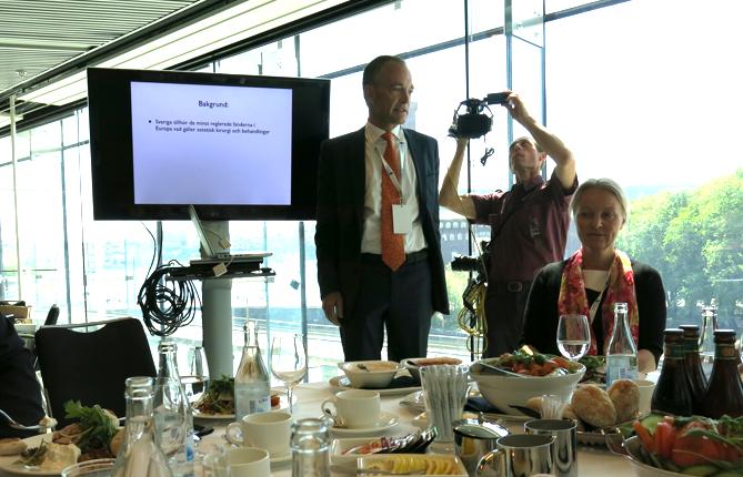 Ulf Samuelson önskar en skärpt reglering av estetiska behandlingar