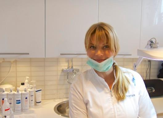 Lena Claesson på Sagakliniken tycker att Dermapen är en bra behandling mot solskadad hy och hud som behöver bygga nytt kollagen för att bli fast.
