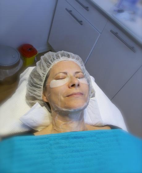 Här testar jag metoden Dermapen och får en lugnande mask efter behandlingen
